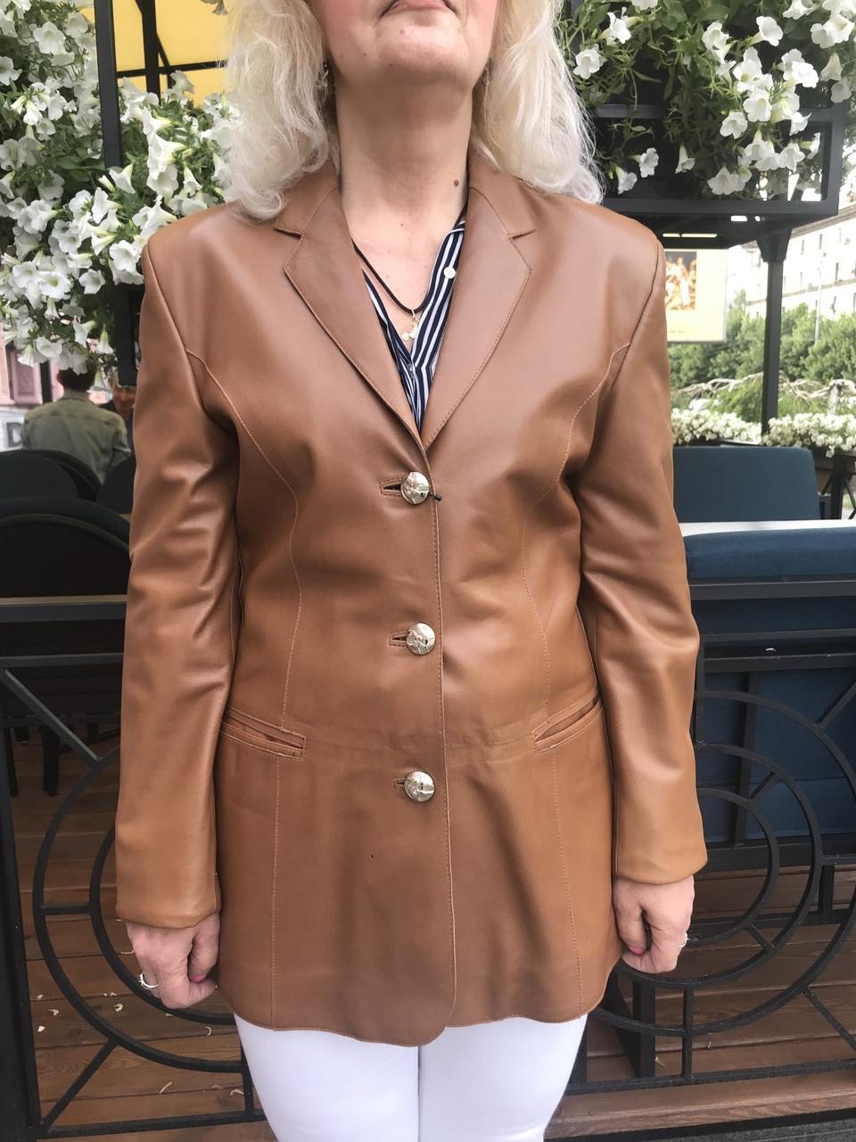 Кожаный женский пиджак классический .