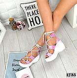 Женские кожаные босоножки с шнуровкой на платформе (сирень), фото 2