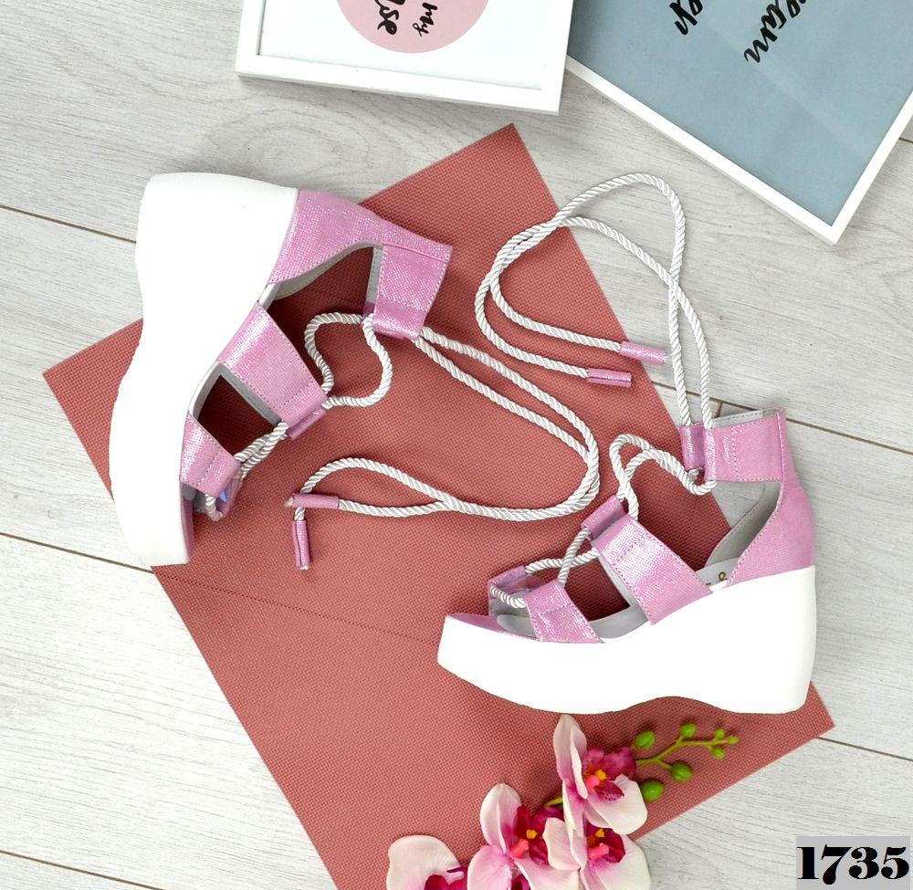 Женские кожаные босоножки с шнуровкой на платформе (сирень)