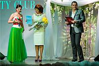 """Вручение диплома участника свадебной вечеринки """"Wedding city"""". Ведущая в платье от Оксаны Полонец"""