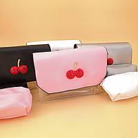 Прозрачная сумочка с вишенками