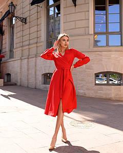 Красное с поясом платье на запах