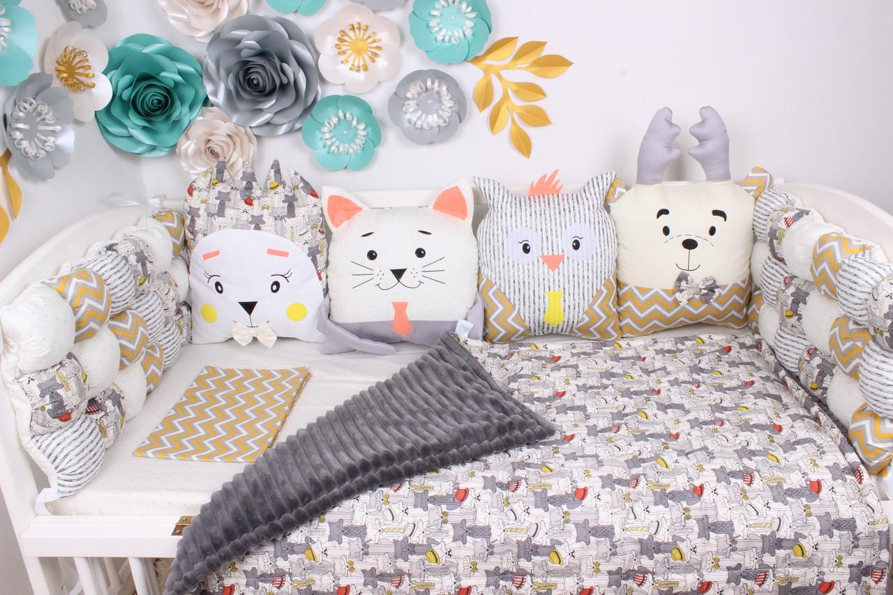 Комплект в кроватку с игрушками в бежево-серых тонах с волками