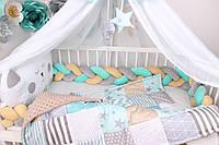Комплект в кроватку с бортиком косичкой в серо-мятном цвете