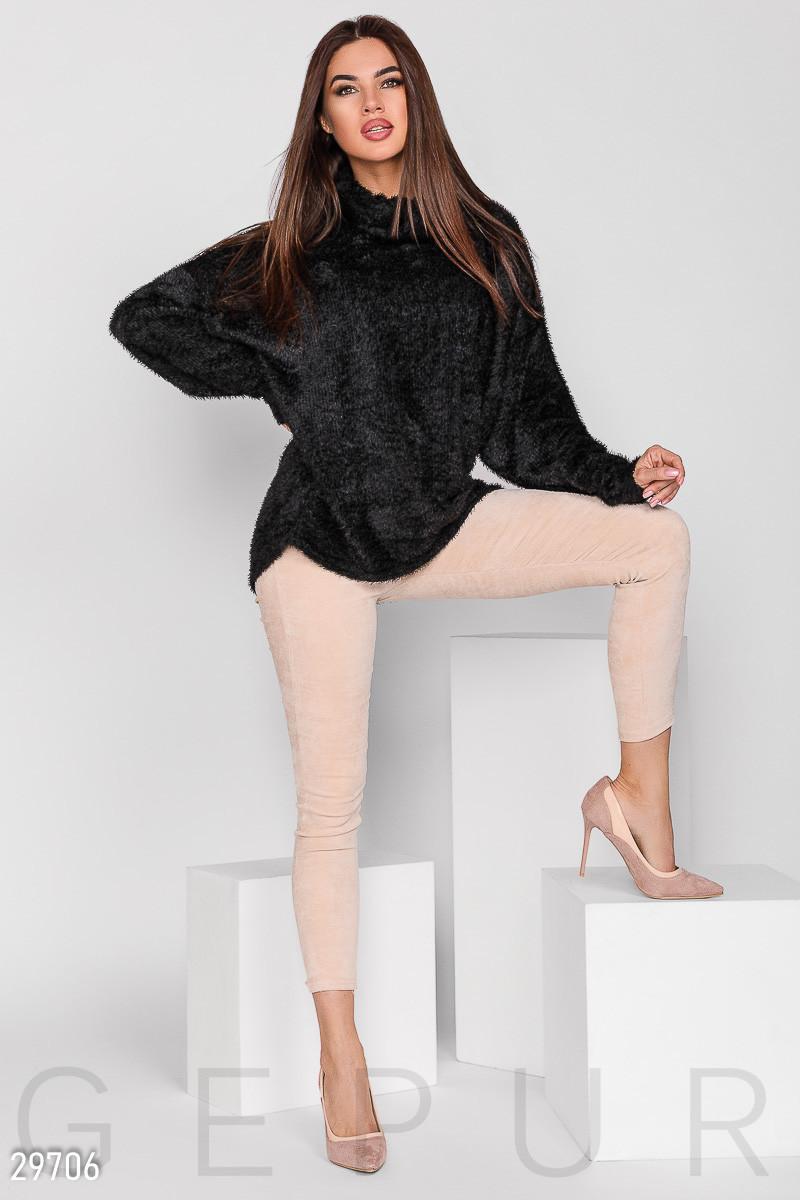 Теплый пушистый свитер свободного кроя черный