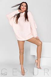 Теплый пушистый свитер свободного кроя нежно-розовый