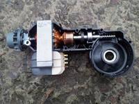 Двигатель с крышкой редуктора для мясорубок Bosch 1501/1550/1545