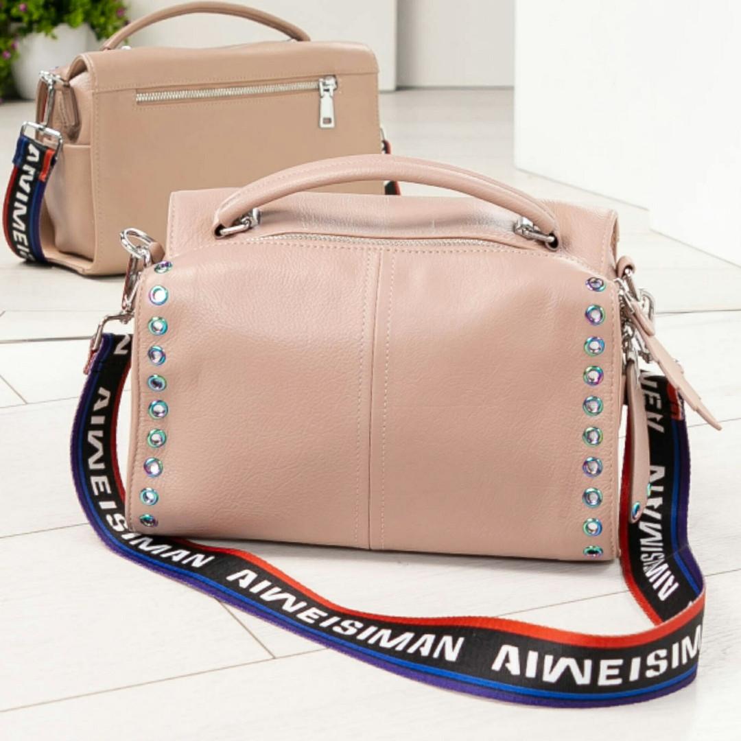 Модная женская сумочка цвета латте