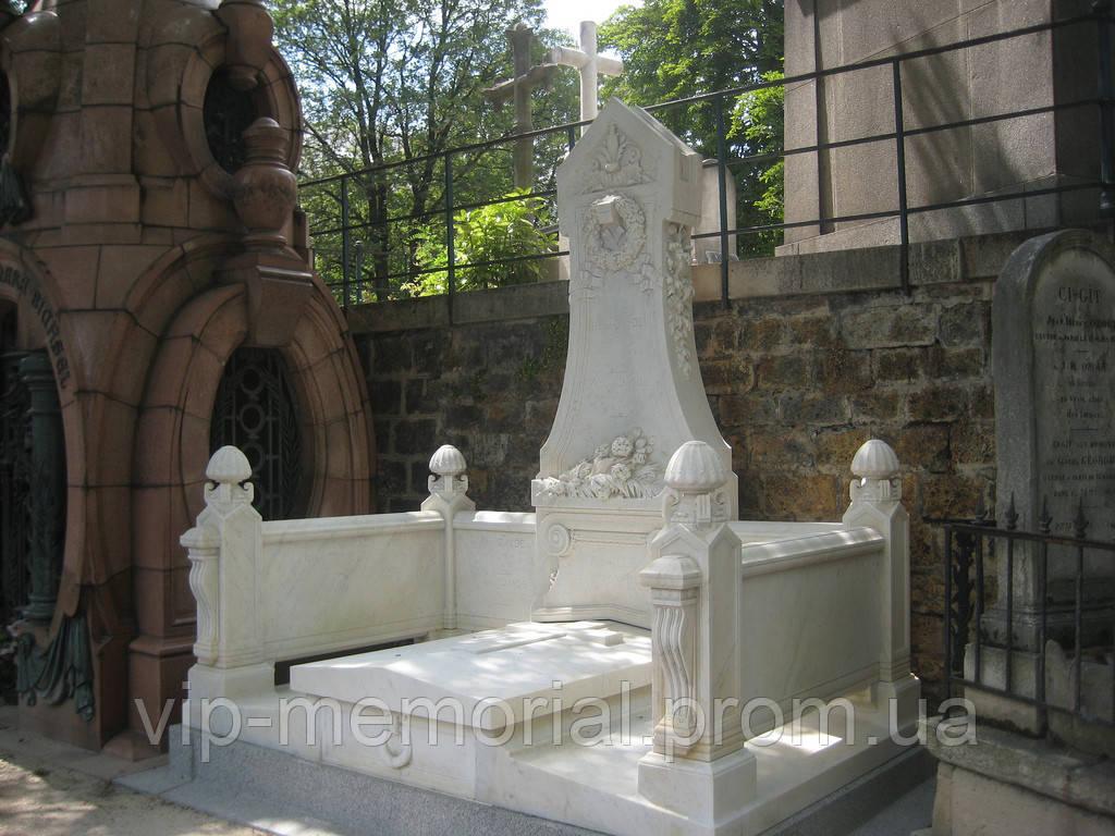 Мраморный памятник М-94
