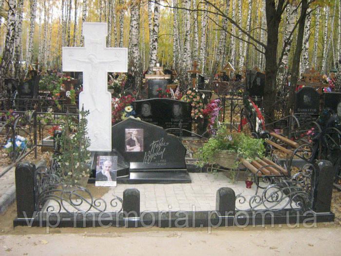 Мраморный памятник М-114