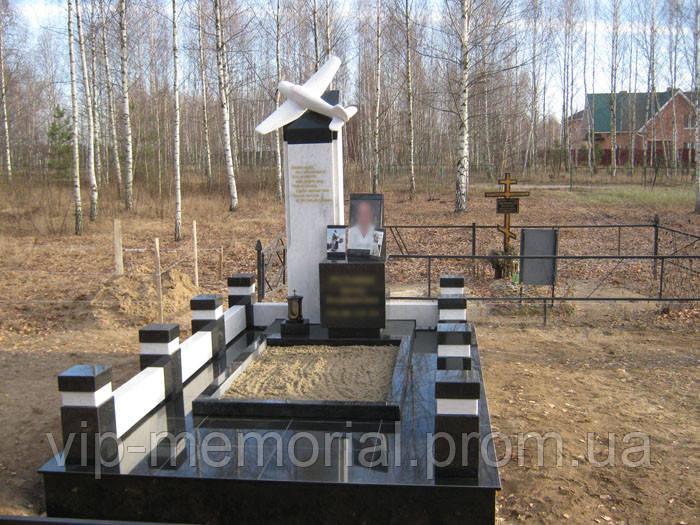 Мраморный памятник М-117