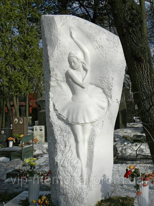 Мраморный памятник М-130