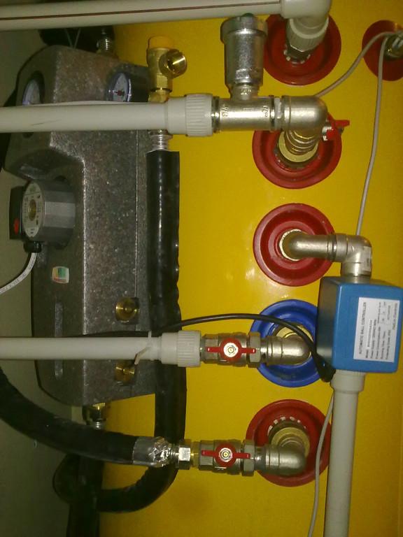 Накопительный бойлер для горячей воды  ATMOSFERA TRM-202. Через верхний ТО организован догрев системы отопления.