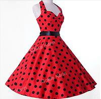 Женское красное платье в горошек