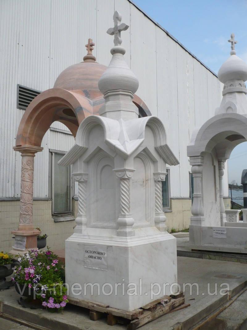 Мраморный памятник М-135
