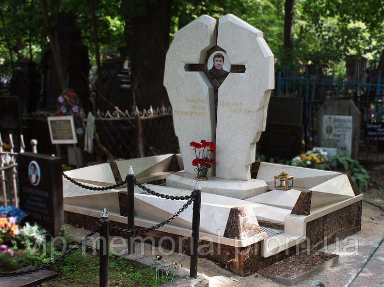 Мраморный памятник М-142