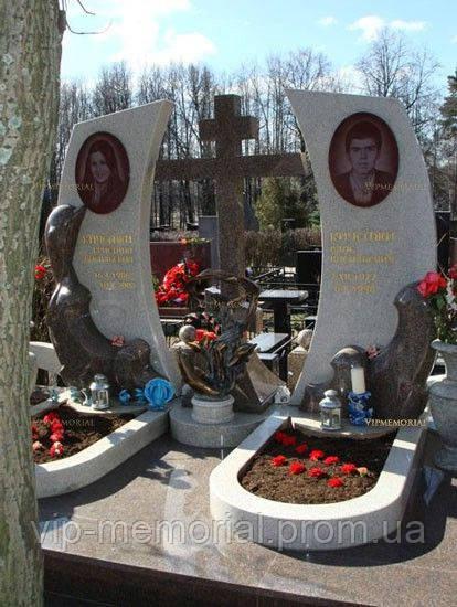 Мраморный памятник М-186