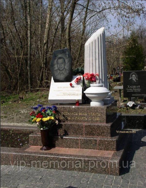 Мраморный памятник М-198