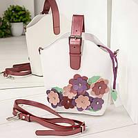 Сумка с  объемными цветами и пряжкой белая, фото 1