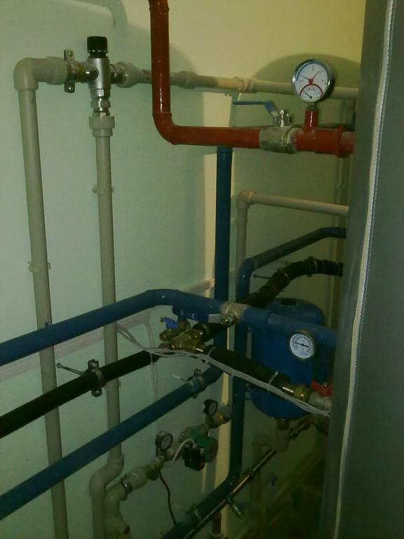 Термосмесительный клапан бережёт детей от ожогов, не допуская попадания в магистраль горячего водоснабжения перегретой воды.