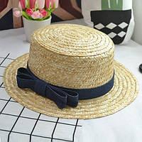Летняя женская соломенная шляпа канотье с небольшими полями и бантом синим