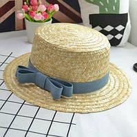 Летняя женская соломенная шляпа канотье с небольшими полями и бантом голубым