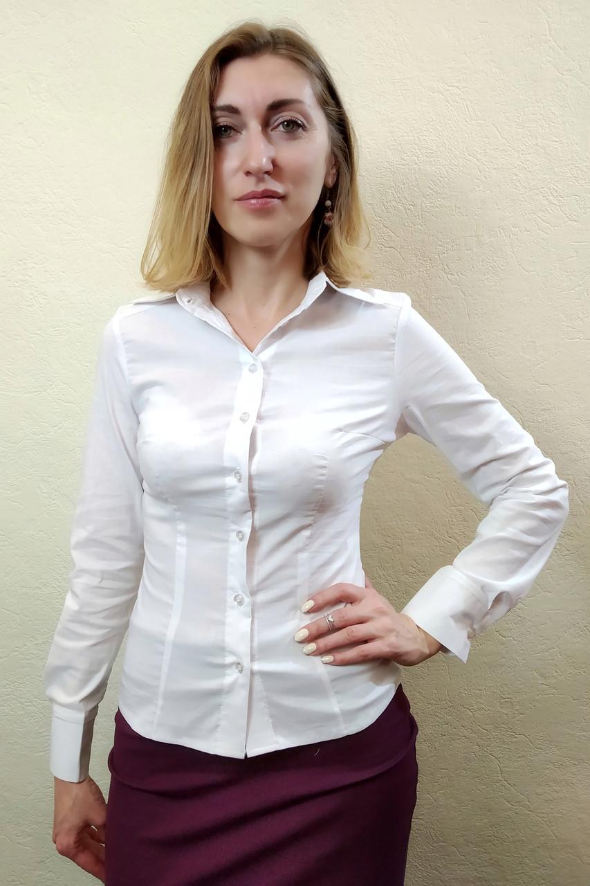 Белая женская классическая рубашка Р02