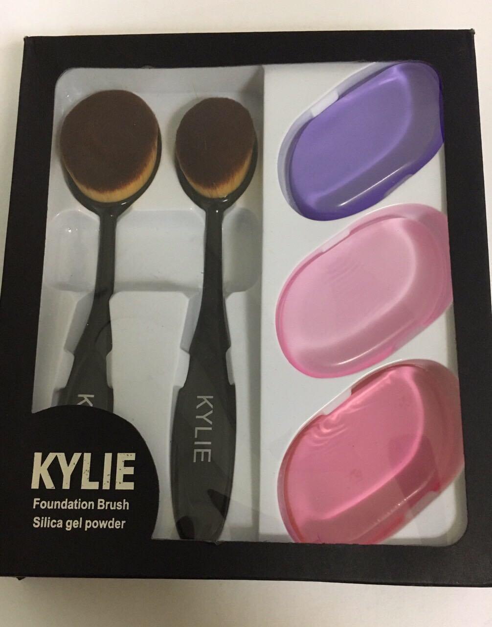 Уценка Набор kylie foundation brush silica gel poved - примятая упаковка
