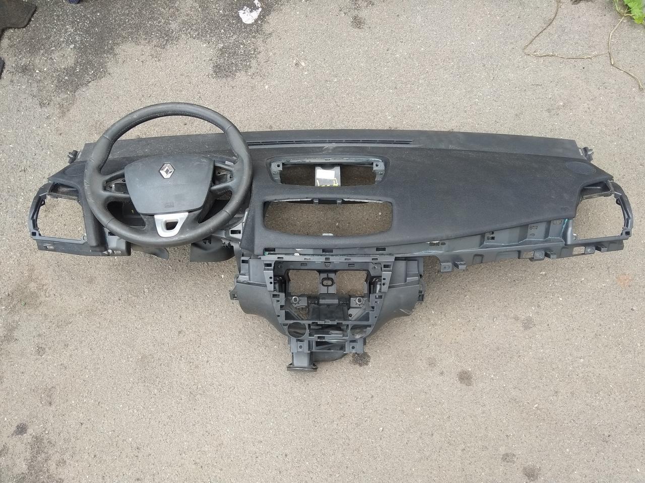 Торпедо панель приладів верх Рено Флюенс + airbag б/у