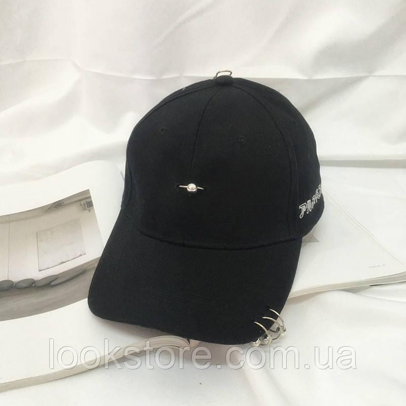 Женская кепка с колечками черная