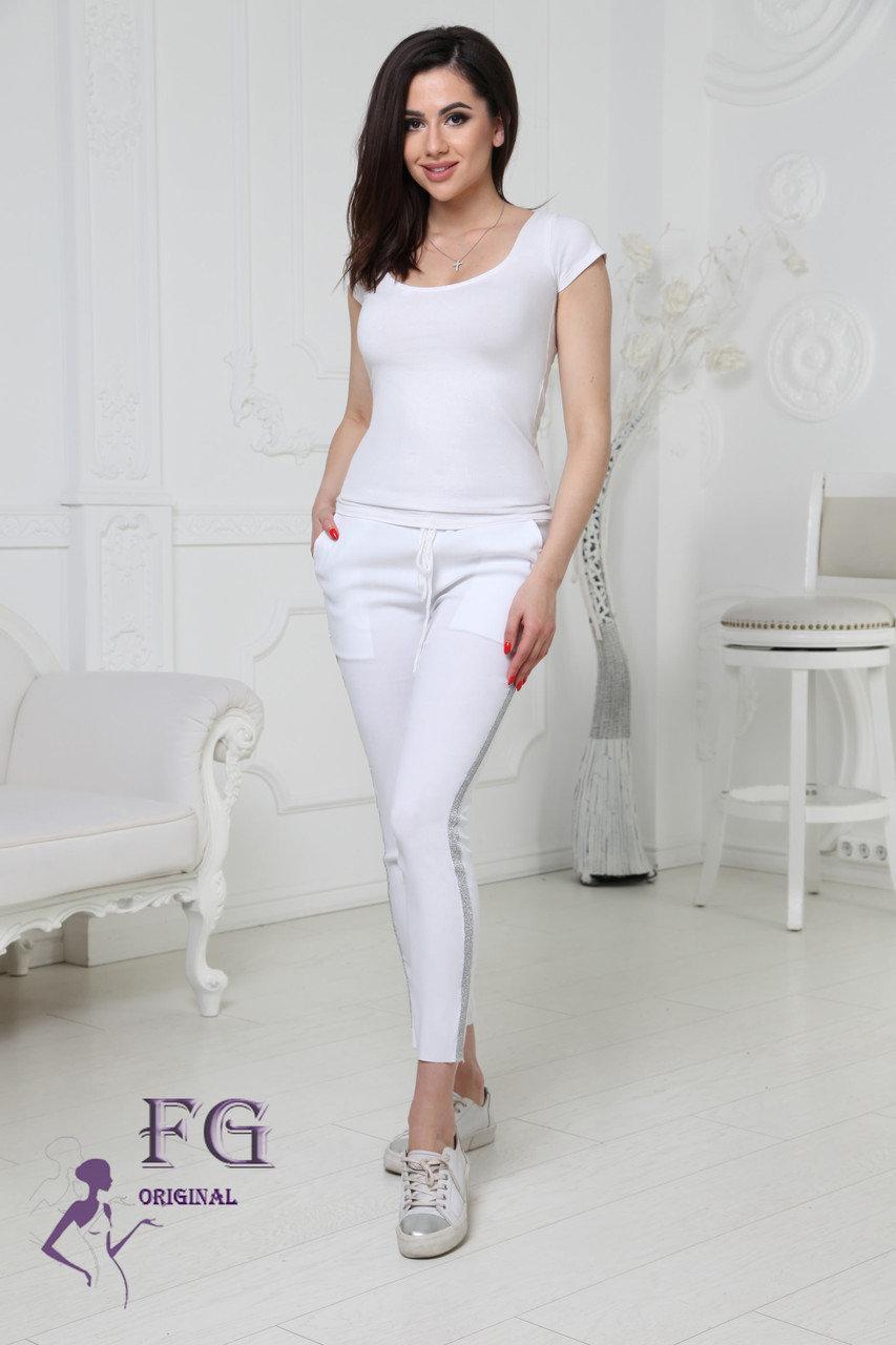"""Модные женские укороченные легкие брюки на резинке с блестящими лампасами """"Hard"""" белые"""