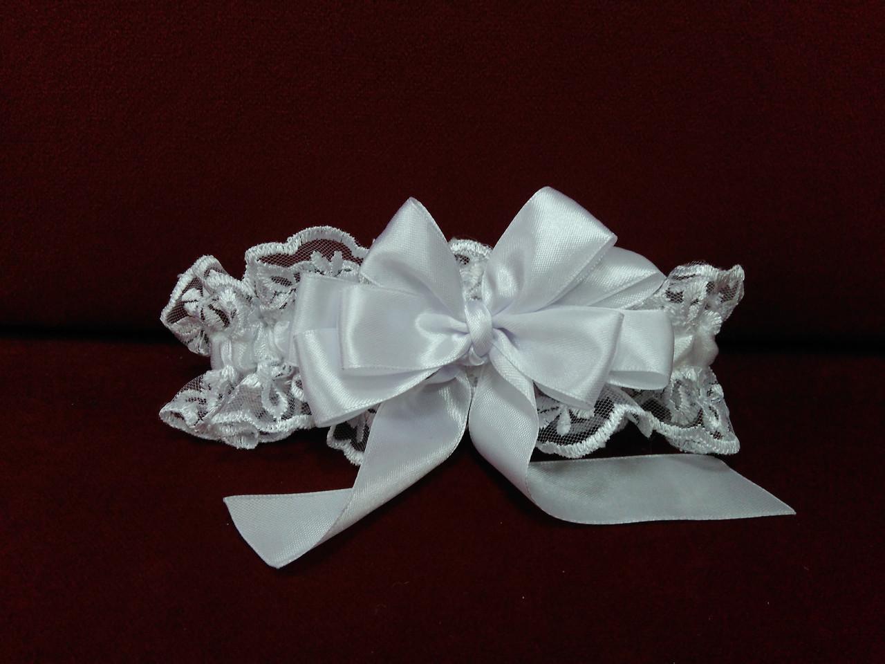 Свадебная подвязка для невесты белая кружевная с красивым бантиком