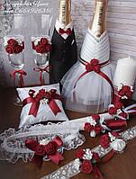 Свадебный набор: бокалы, свечи,шампанское, подушечка,бутоньерки в бордовом цвете