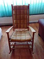 Крісло-гойдалка (качалка) лакована +накидка