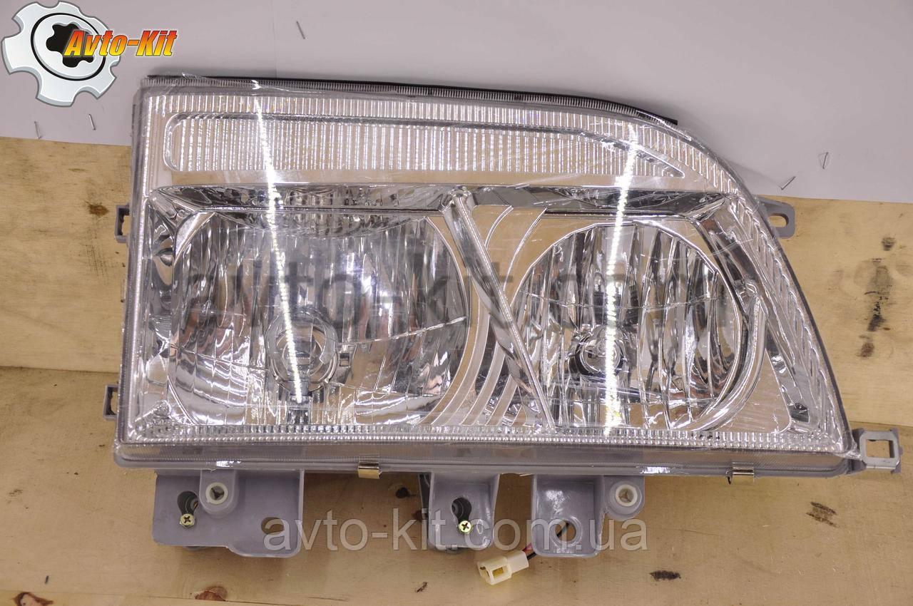 Фара передняя правая FAW 1031, 1041 ФАВ 1041 (3,2 л) 24В (с отражателем)
