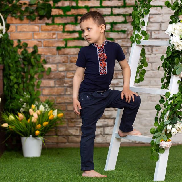 Трикотажная футболка с вышивкой для мальчика с орнаментом