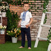 Трикотажная вышиванка для мальчика с синим орнаментом, фото 2