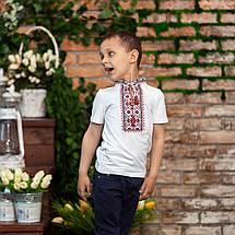 Трикотажная вышиванка для мальчика с красным орнаментом, фото 2