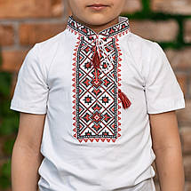 Трикотажная вышиванка для мальчика с красным орнаментом, фото 3