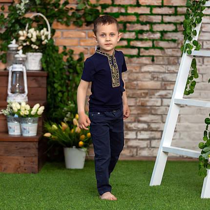 Трикотажна футболка з вишивкою для хлопчика з зеленим орнаментом, фото 2