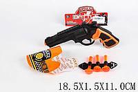 Пистолет в кобуре01-12