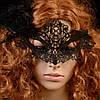 Карнавальная кружевная маска черного цвета