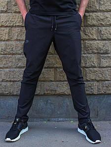 Черные летние зауженные спортивные штаны плащевка стрейч (Реплика)