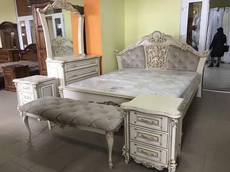 Мебель в спальную комнату из натурального дерева.