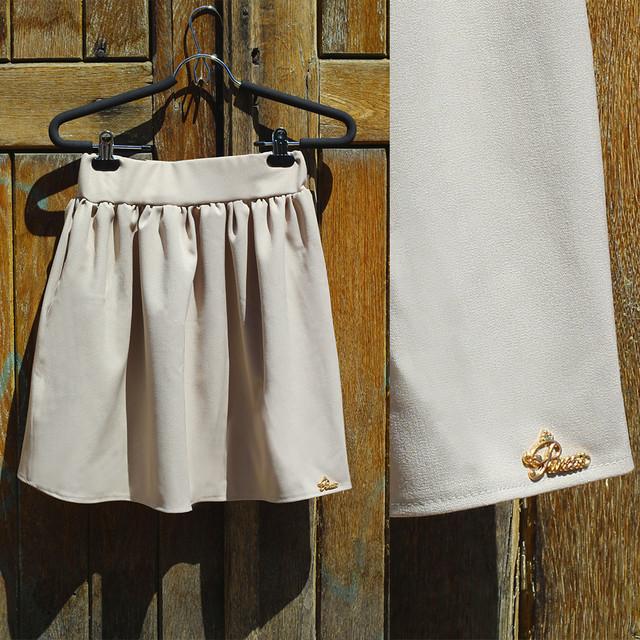 Расклешенная летняя юбка бежевая