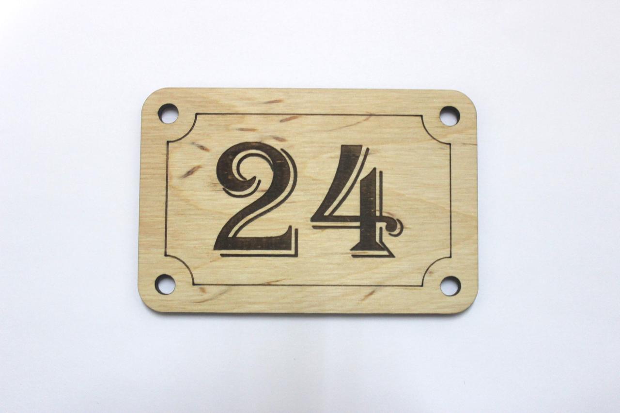 Табличка на двери с цифрами
