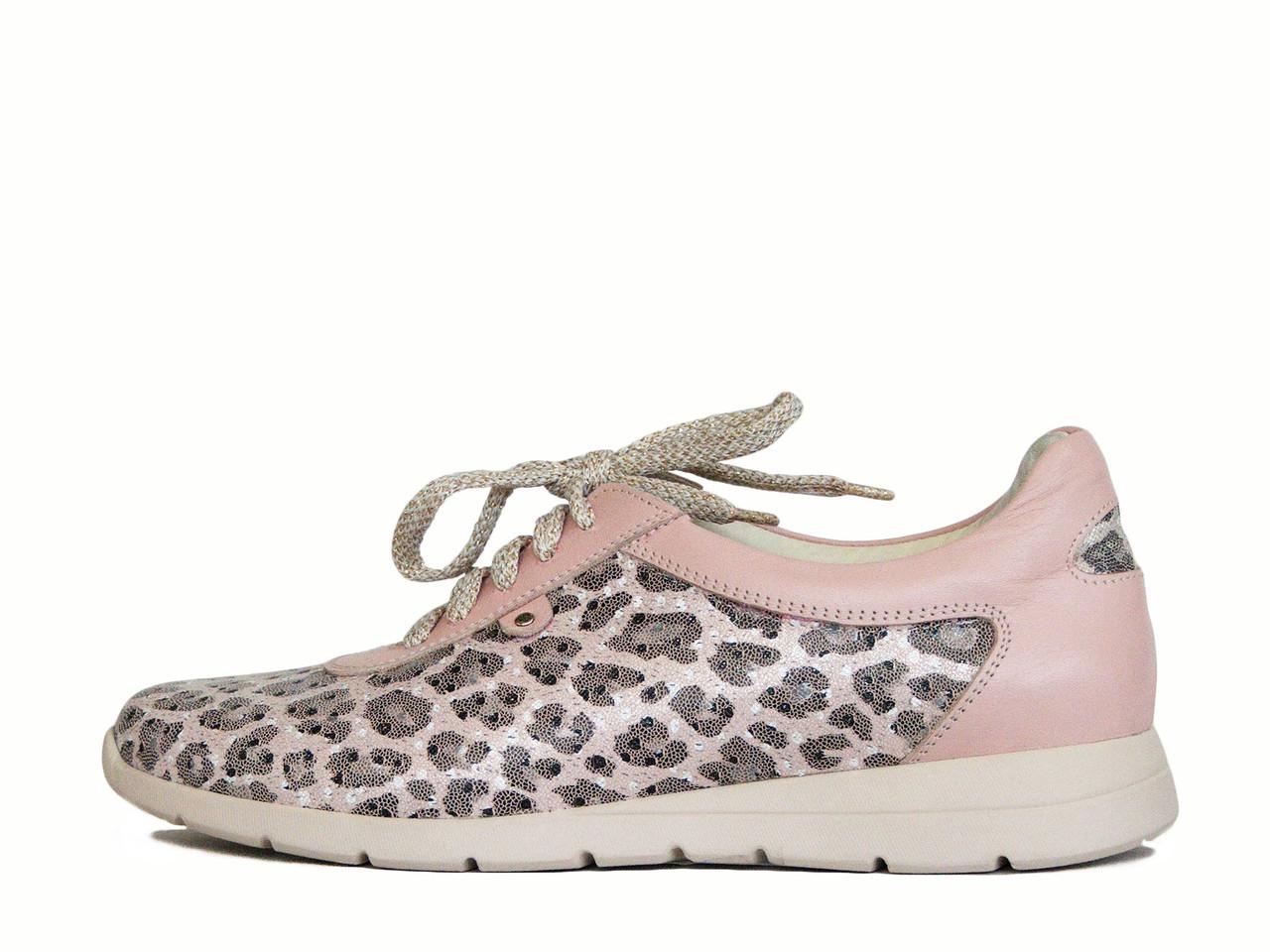 Розовые кроссовки с леопардовым принтом