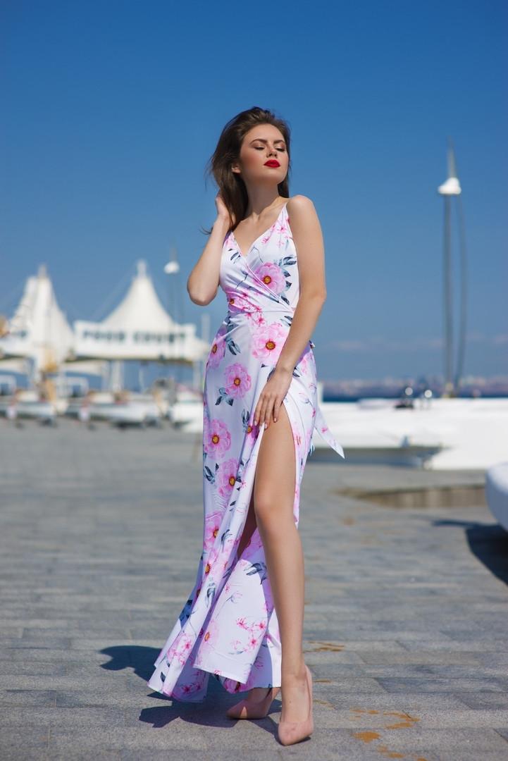 Длинное платье на запах с цветочным принтом