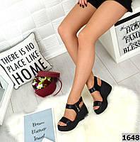 Босоніжки жіночі на платформі натуральна шкіра чорні