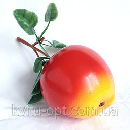 Яблоко  искусственное с листьями 7.5 см